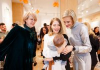 Vedetele s-au întâlnit cu spiridușii lui Moș Nicolae la magazinul Stokke® din București