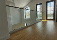Balustradele din sticlă, un plus de stil în interiorul şi în exteriorul locuinţei noastre